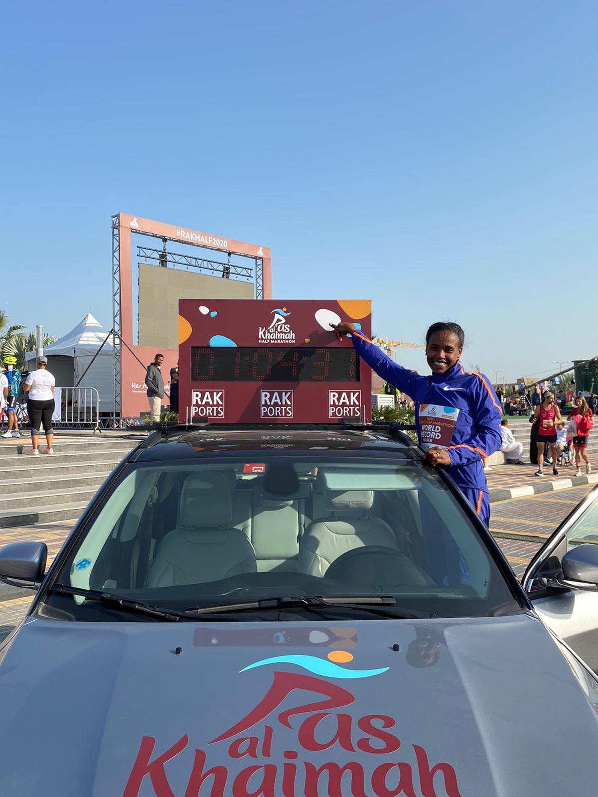 rak-half-marathon-rosa-associati-world-record-ababel-yeshaneh-5
